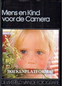 Mens en Kind voor de Camera