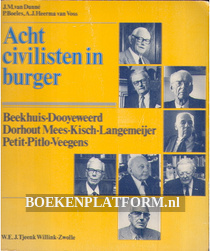 Acht civilisten in burger