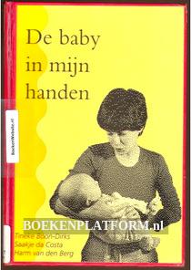 De baby in mijn handen