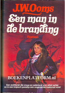 Een man in de branding